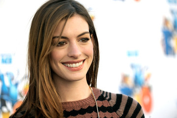 Anne Hathaway Promises Not to Mock Other Celebs at the Oscars