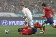 Christopher Wood of New Zealand compete for the ball with Ki Sung-Yueng of South Korea during the international friendly match between South Korea and New Zealand at Seoul World Cup Stadium on March 31, 2015 in Seoul, South Korea.