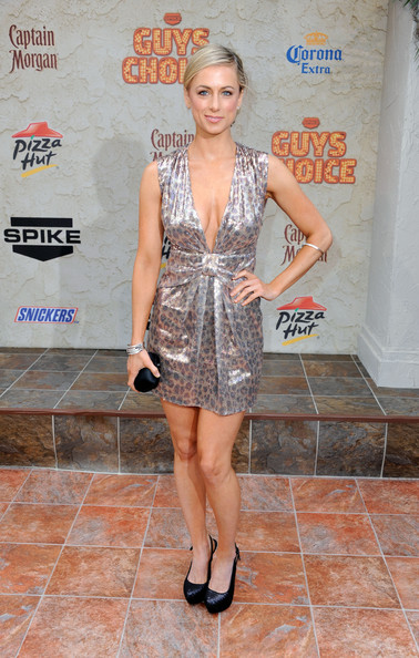 "Comedian Iliza Shlesinger arrives at Spike TV's 5th annual 2011 ""Guys Choice"" Awards at Sony Pictures Studios on June 4, 2011 in Culver City, California."