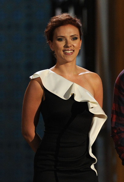 "Actress Scarlett Johansson presents the Troops Choice award onstage during Spike TV's 5th annual 2011 ""Guys Choice"" Awards at Sony Pictures Studios on June 4, 2011 in Culver City, California."