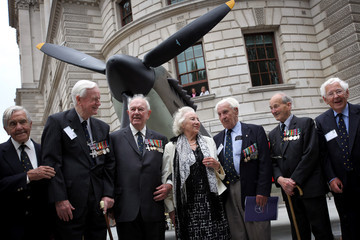 Vera Lynn Spitfires And Hurricanes Mark The 70th Anniversary Of The Battle Of Britain