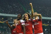 Danny Welbeck of Arsenal celebrates with team mates after scoring his sides first goal during the UEFA Europa League Group E match between Sporting CP and Arsenal at Estadio Jose Alvalade on October 25, 2018 in Lisbon, Portugal.