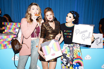 Stacey Bendet Paris Jackson Alice And Olivia By Stacey Bendet X FriendsWithYou Launch