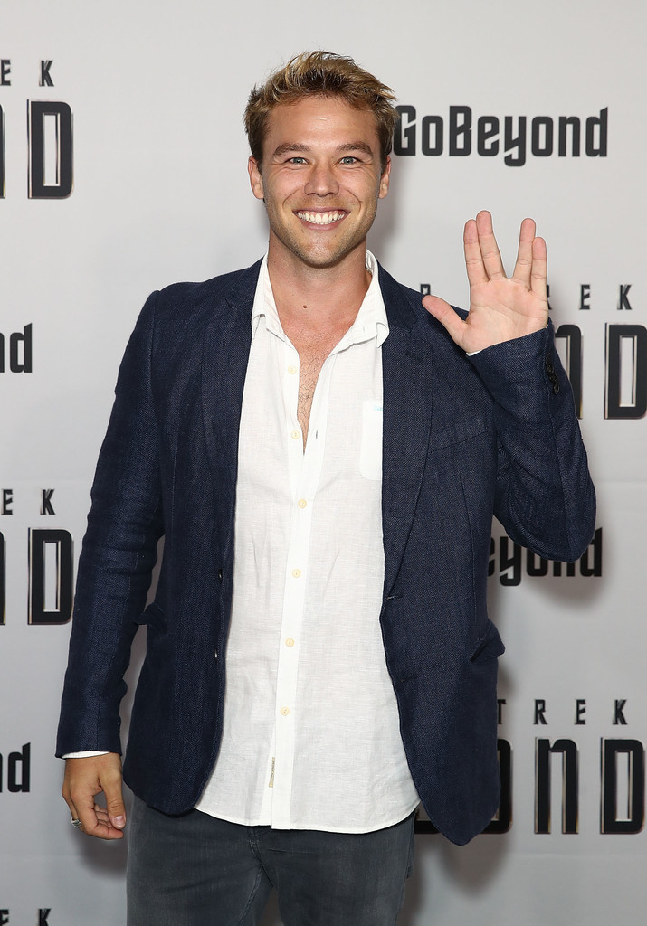 lincoln lewis - photo #20