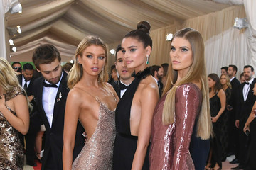 Stella Maxwell Taylor Hill 'Manus x Machina: Fashion In An Age of Technology' Costume Institute Gala - Arrivals