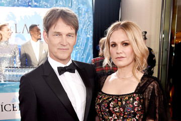 Stephen Moyer Icelandic Glacial at the 77th Annual Golden Globe Awards On January 5, 2020 At The Beverly Hilton
