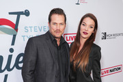 (L-R) Jason Lewis and Liz Godwin arrive at Steven Tyler's Third Annual Grammy Awards Viewing Party to benefit Janie's Fund presented by Live Nation at Raleigh Studios on January 26, 2020 in Los Angeles, California.