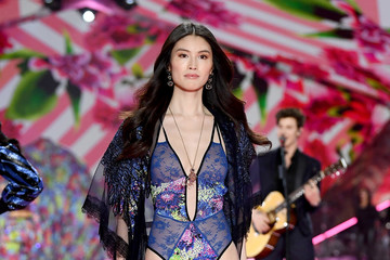 Sui He 2018 Victoria's Secret Fashion Show in New York - Runway