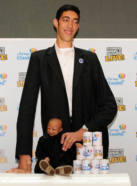 Sultan Kosen - World's Tallest Man Meets The World's Shortest Man