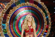 Devon Windsor - Every Stunning Look from the 2016 Victoria's Secret Show