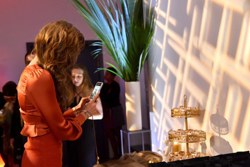 Taylor Hill Daniel Wellington Celebrates The Opening Of Rockefeller Center Store With Taylor Hill