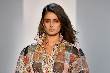 Taylor Hill Zimmermann - Runway - September 2018 - New York Fashion Week: The Shows
