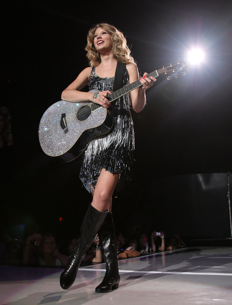 Taylor Swift Taylor Swift Photos Taylor Swift Fearless Tour 2009 In New York City Zimbio
