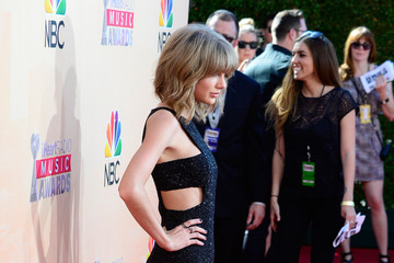 Taylor Swift 2015 iHeartRadio Music Awards On NBC - Red Carpet