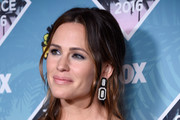 Actors Jennifer Garner (L) and Kylie Rogers pose in the press room during Teen Choice Awards 2016 at The Forum on July 31, 2016 in Inglewood, California.