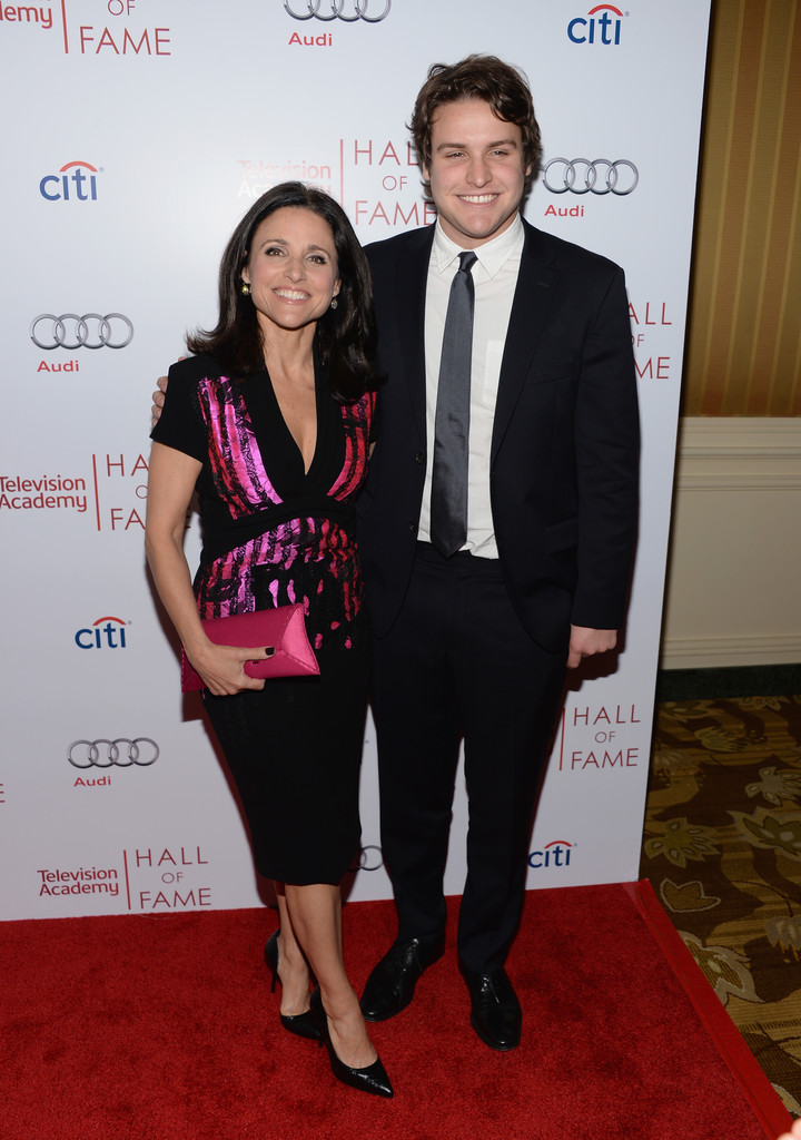 Julia Louis-Dreyfus Photos Photos - Arrivals at the Hall of Fame ...