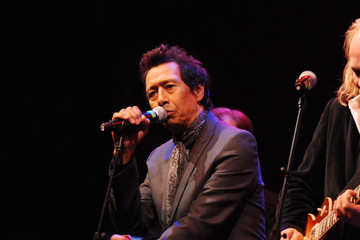 Alejandro Escovedo Theatre Within's 30th Annual John Lennon Tribute Concert Benefitting The Playing For Change Foundation - Show