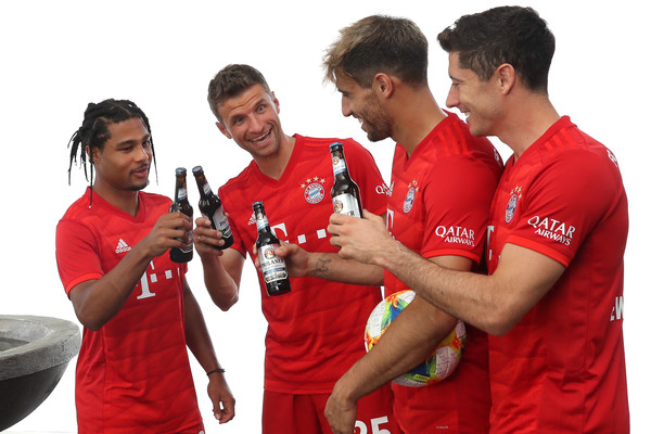 FC Bayern Muenchen And Paulaner Photo Session [red,product,team,player,gesture,t-shirt,serge gnabry,robert lewandowski,thomas mueller,javier martinez,l-r,fc bayern muenchen,paulaner,fgv schmidtle studios,photo session,photo session]