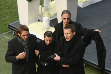 Teresa Enke Thousands Attend Robert Enke Funeral Service
