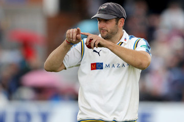 Tim Bresnan Yorkshire v Essex - Specsavers County Championship: Division One