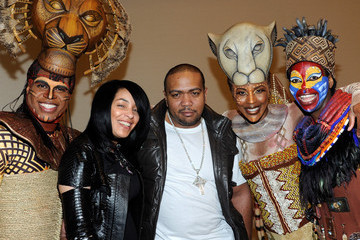"""Timbaland Monique Mosley Timbaland Meets The Cast Of Disney's """"The Lion King"""" At Mandalay Bay"""