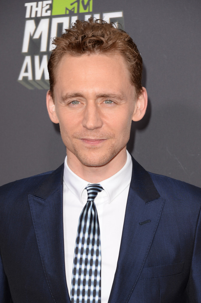 http://www3.pictures.zimbio.com/gi/Tom+Hiddleston+2013+MTV+Movie+Awards+Arrivals+porfLwGbmsXx.jpg