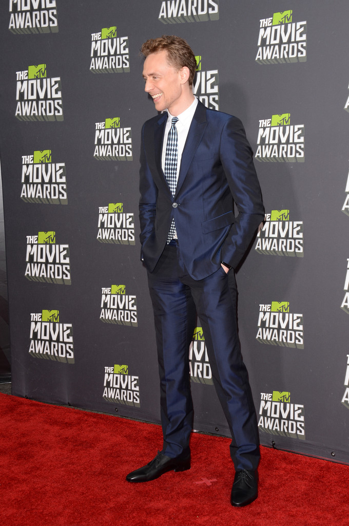 http://www3.pictures.zimbio.com/gi/Tom+Hiddleston+2013+MTV+Movie+Awards+Arrivals+s5o0obdGdRHx.jpg
