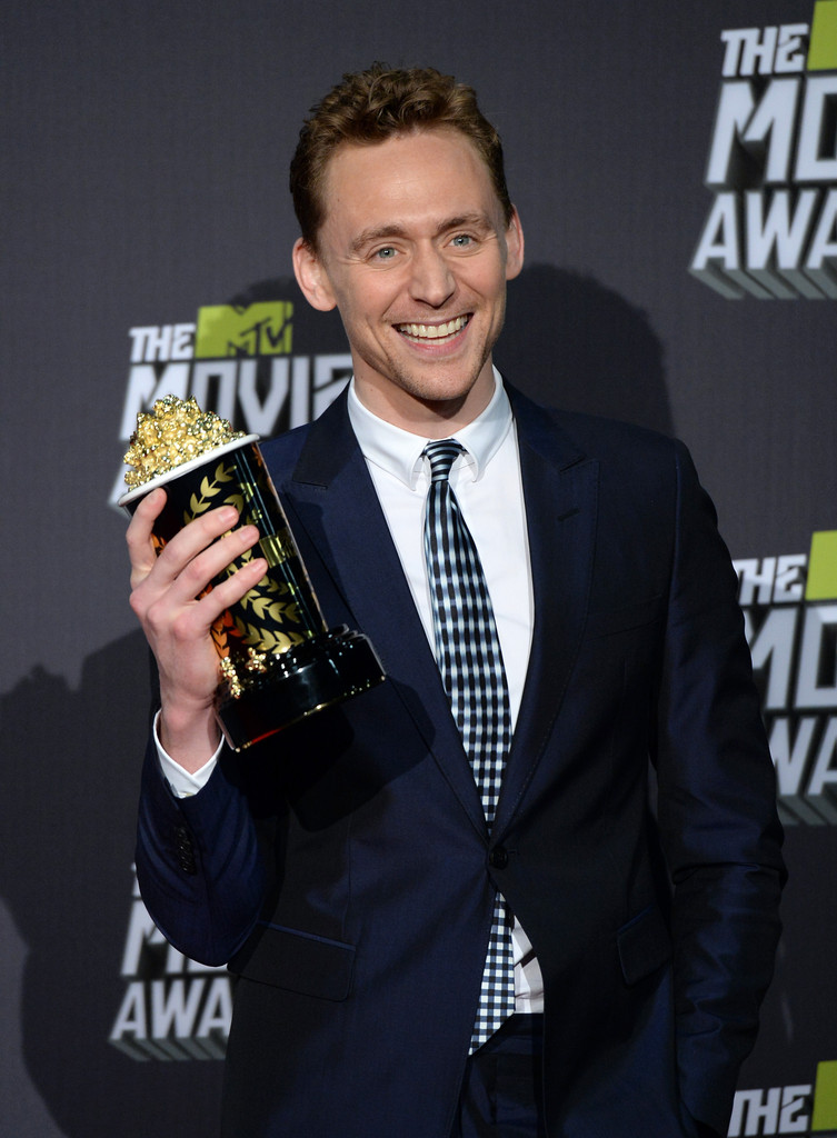 http://www3.pictures.zimbio.com/gi/Tom+Hiddleston+2013+MTV+Movie+Awards+Press+CQNg5rEMXnux.jpg