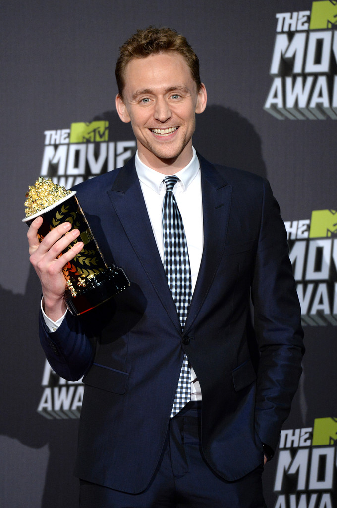 http://www3.pictures.zimbio.com/gi/Tom+Hiddleston+2013+MTV+Movie+Awards+Press+HL1p-FK2ts7x.jpg