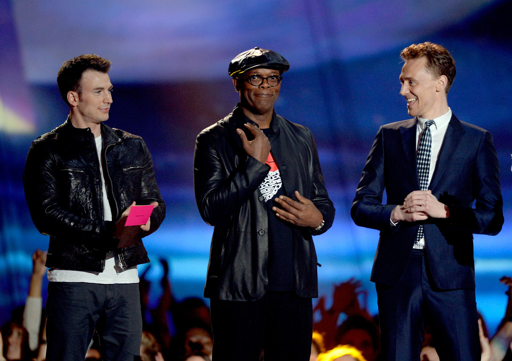 http://www3.pictures.zimbio.com/gi/Tom+Hiddleston+2013+MTV+Movie+Awards+Show+7jOI3t21yh_x.jpg