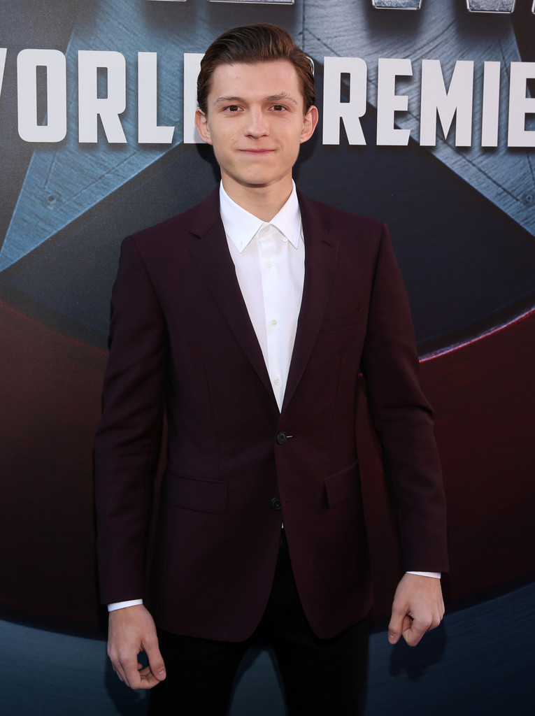 http://www3.pictures.zimbio.com/gi/Tom+Holland+World+Premiere+Marvel+Captain+TPrA163ogJdx.jpg