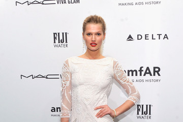 Toni Garrn amfAR New York Gala To Kick Off Fall 2013 Fashion Week - Arrivals