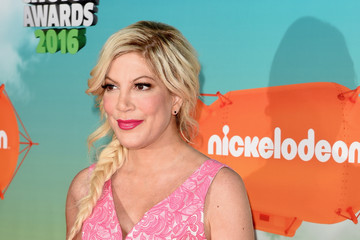 Tori Spelling Nickelodeon's 2016 Kids' Choice Awards - Arrivals