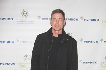 Troy Aikman PepsiCo Honors Bob Woodruff Foundation With Blake Shelton Concert from #PEPCITY