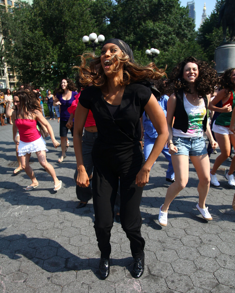 Tyra Banks Music Video: Tyra Banks Participates In A Dance Flash Mob In Union
