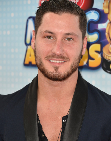 kelly and val dating 2013 Val chmerkovskiy is reportedly in love with fellow dancer jenna johnson who is 'dwts' val chmerkovskiy dating kelly monaco: val chmerkovskiy was.