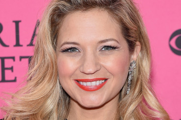 Vanessa Ray 2015 Victoria's Secret Fashion Show - Pink Carpet Arrivals
