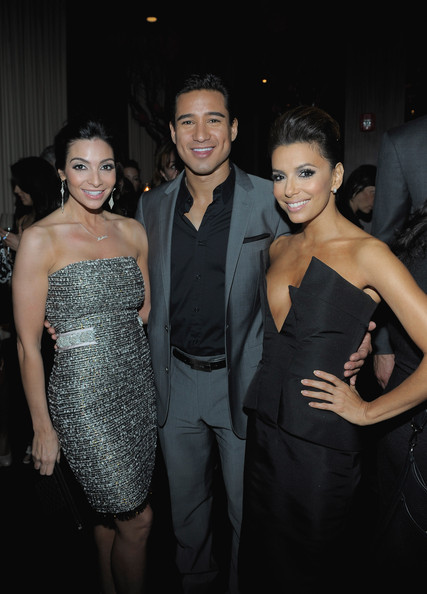 She looks sexy with Mario Lopez and wife Courtney.