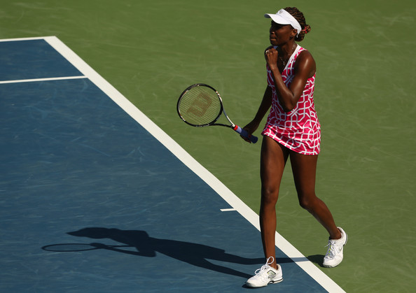 Venus & Serena Williams - 2 - Page 39 Venus+Williams+Western+Southern+Open+Day+5+R57fannMtEdl