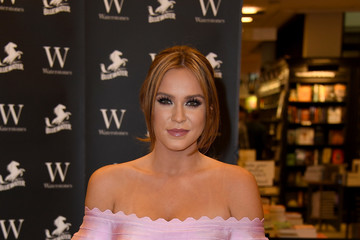 Vicky Pattison Vicky Pattison Signs Copies of Her Book 'The Real Me: Fashion, Fitness and Food Tips for Real Women'