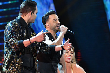 Victor Manuelle The 18th Annual Latin Grammy Awards - Roaming Show