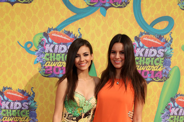 Victoria Justice Madison Reed Nickelodeon's 27th Annual Kids' Choice Awards - Red Carpet