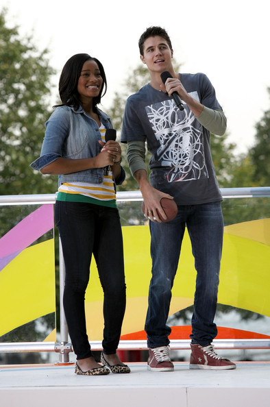 Victoria Justice Nickelodeon's Victoria Justice (L) and Robbie Amell speak during Nickelodeon's Annual Worldwide Day of Play at NYC Big Brothers Big Sisters RBC Race for the Kids Event in Riverside Park on September 25, 2010 in New York City.