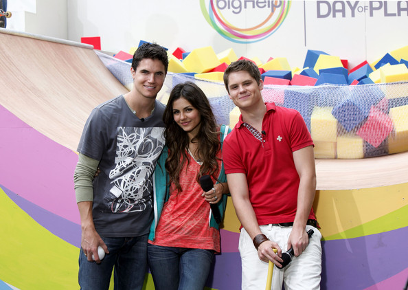 Victoria Justice Nickelodeon's (L-R) Robbie Amell, Victoria Justice and Matt Shively pose during Nickelodeon's Annual Worldwide Day of Play at NYC Big Brothers Big Sisters RBC Race for the Kids Event in Riverside Park on September 25, 2010 in New York City.