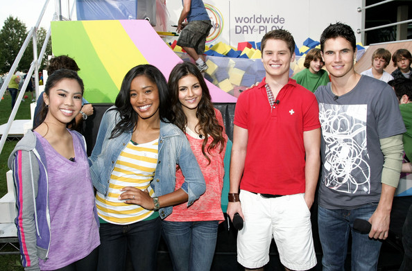 Victoria Justice Nickelodeon's (L-R) Ashley Argota, Keke Palmer, Victoria Justice, Matt Shively and Robbie Amell pose during Nickelodeon's Annual Worldwide Day of Play at NYC Big Brothers Big Sisters RBC Race for the Kids Event in Riverside Park on September 25, 2010 in New York City.