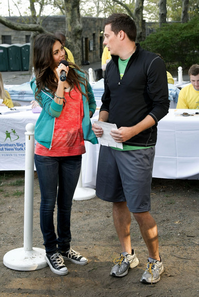 Victoria Justice Nickelodeon's Victoria Justice (L) and BrainSurge host Jeff Sutphen interact during Nickelodeon's Annual Worldwide Day of Play at NYC Big Brothers Big Sisters RBC Race for the Kids Event in Riverside Park on September 25, 2010 in New York City.