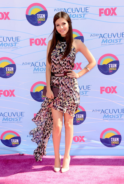 Victoria Justice - Teen Choice Awards 2012 - Arrivals