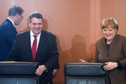 German Chancellor Angela Merkel and German Vice Chancellor, Economy and Energy Minister Sigmar Gabriel arrive for the German government's weekly cabinet meeting at the Chancellery in Berlin on January 25, 2017.    / AFP / STEFFI LOOS