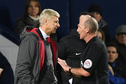 Arsenal's French manager Arsene Wenger (L) has words with English referee Mike Dean during the English Premier League football match between West Bromwich Albion and Arsenal at The Hawthorns stadium in West Bromwich, central England, on December 31, 2017.. / AFP PHOTO / Paul ELLIS / RESTRICTED TO EDITORIAL USE. No use with unauthorized audio, video, data, fixture lists, club/league logos or 'live' services. Online in-match use limited to 75 images, no video emulation. No use in betting, games or single club/league/player publications.  /