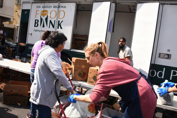 Whitney Port Whitney Port Volunteers With Cheeky And Feeding America At Los Angeles Regional Food Bank Fresh Produce Distribution